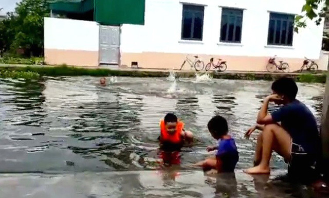 Hải Dương: Tắm ao nhà hàng xóm, bé gái 5 tuổi đuối nước thương tâm - ảnh 1