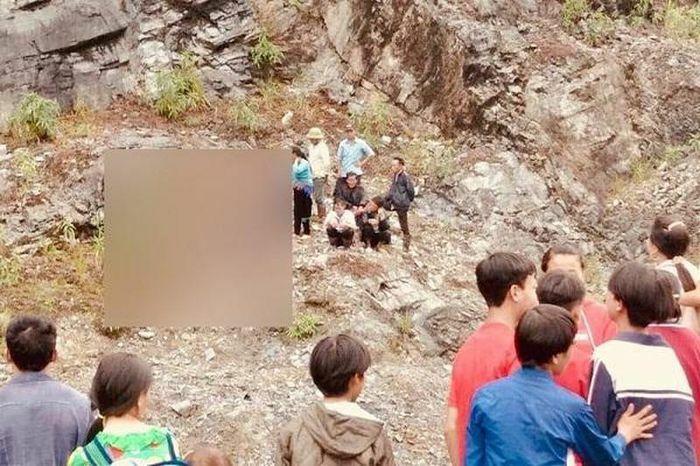 Xót xa bé gái 4 tuổi trượt chân rơi từ vách núi xuống, tử vong thương tâm - ảnh 1