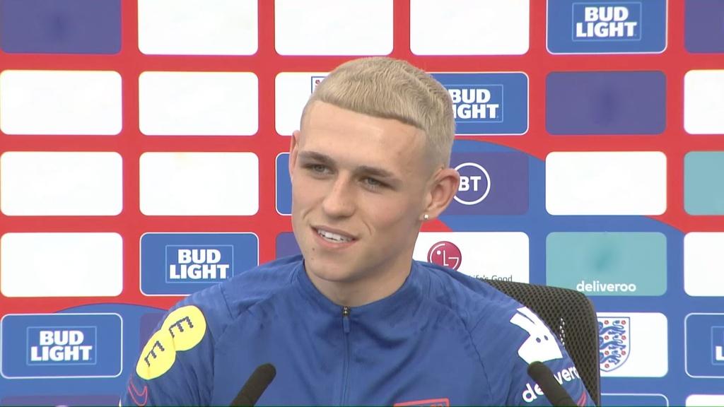 Cầu thủ Phil Foden nhuộm tóc vàng giống Paul Gascoigne - ảnh 1