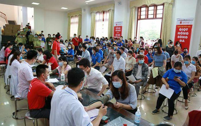 Hành trình Đỏ 2021 tiếp nhận được 1.402 đơn vị máu trong ngày đầu tiên - ảnh 1