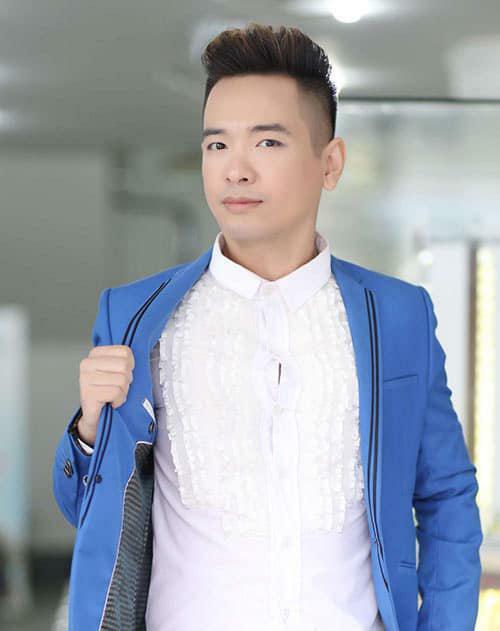 Ca sĩ Việt Quang bị viêm phổi nặng, đang điều trị tích cực