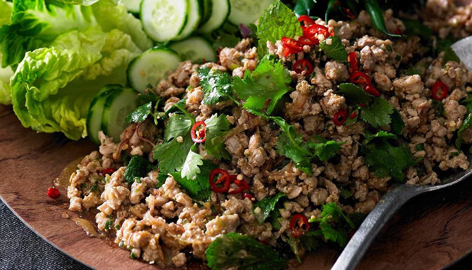 Đổi vị trưa hè với chicken larb salad Thái độc đáo - ảnh 1