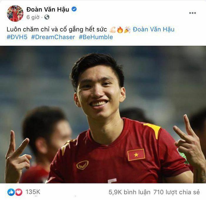 Đoàn Văn Hậu có động thái gì sau pha phạm lỗi cầu thủ Malaysia khiến Việt Nam bị gỡ hòa? - ảnh 1