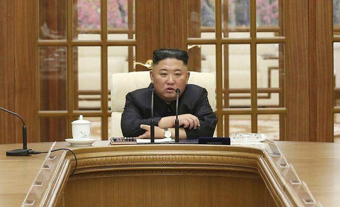 Ông Kim Jong Un họp với quan chức cấp cao Triều Tiên