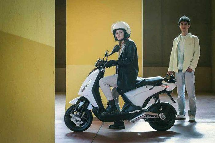 Xe ga điện Piaggio One bán ra tới hơn 81 triệu đồng - ảnh 1