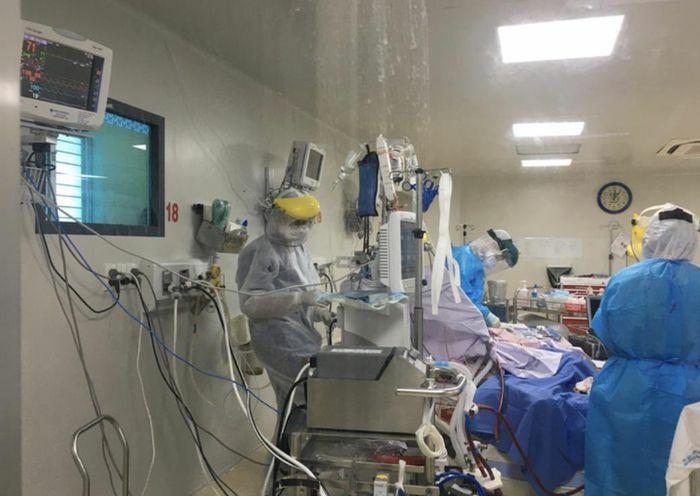 TPHCM: Nữ bệnh nhân tử vong trên đường chuyển viện, dương tính với SARS-CoV-2 - ảnh 1
