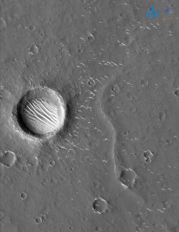 Hình ảnh vệ tinh chụp nơi đáp trên sao Hoả của tàu thăm dò Thiên Vấn 1