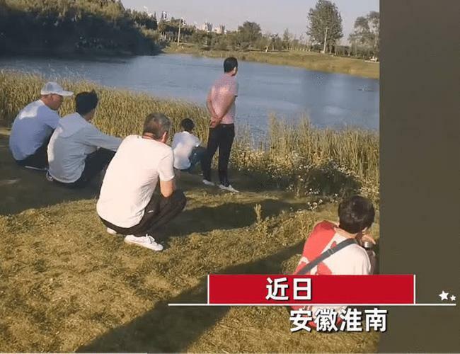 Một phụ nữ bỗng nhảy xuống hồ khi đội cứu hộ đang cứu người, hành động sau đó bị lên án gay gắt - ảnh 1