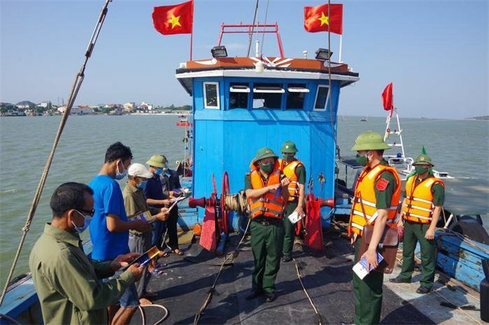 Đấu tranh ngăn chặn hoạt động khai thác hải sản trái phép - ảnh 1
