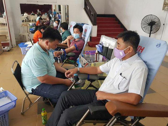 Vận động CNVC-LĐ hiến máu trong mùa dịch - ảnh 1