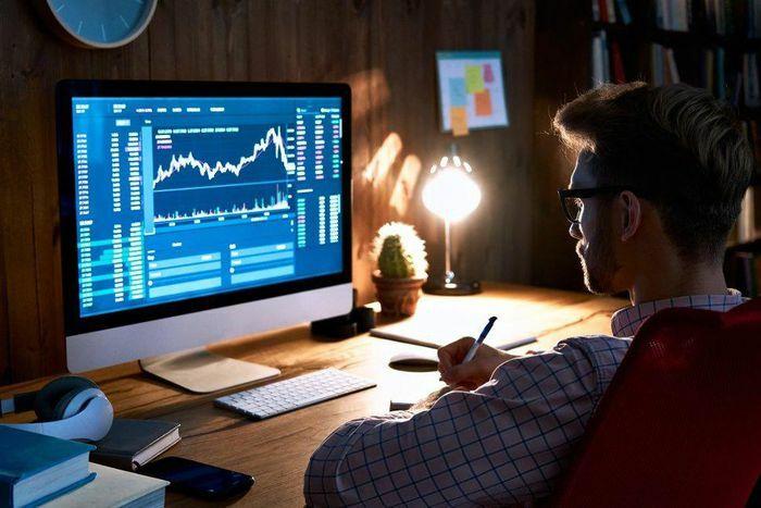 Vì sao thị trường tiền mã hóa hay ''sập'' vào cuối tuần? - ảnh 1