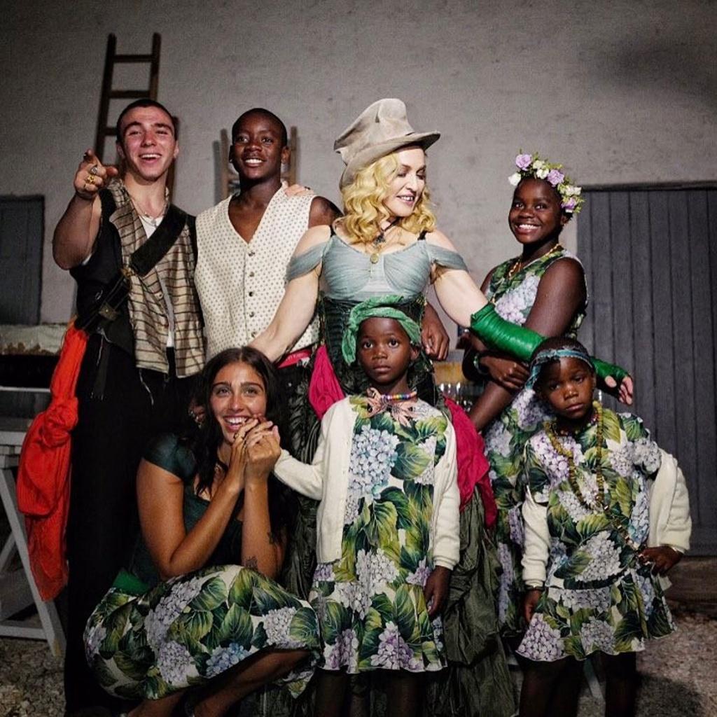 Các con của Madonna có thiên hướng nghệ thuật - ảnh 1