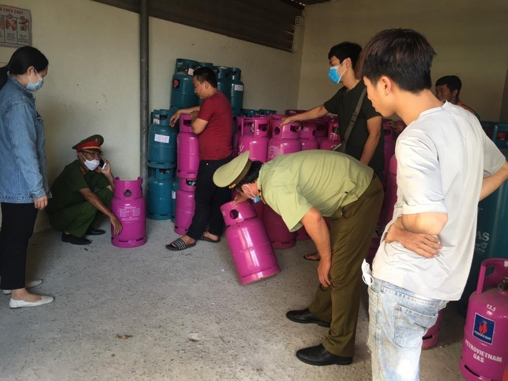 QLTT Thừa Thiên Huế tạm giữ số lượng lớn chai LPG các loại có dấu hiệu xâm phạm quyền sở hữu trí tuệ - ảnh 1