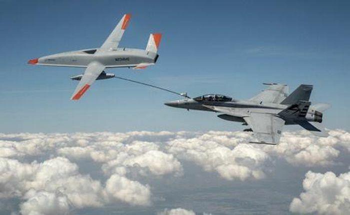 Lần đầu tiên UAV tiếp liệu cho chiến đấu cơ Mỹ trên không - ảnh 1