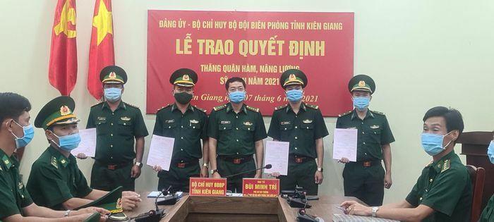 Kiên Giang: Trao Quyết định thăng quân hàm năm 2021 - ảnh 1