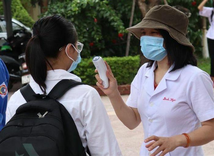 Gần 12.000 thí sinh Quảng Bình hoàn thành kỳ thi lớp 10 - ảnh 1