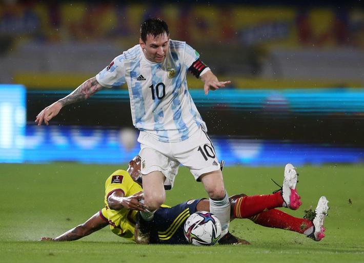 Messi phung phí cơ hội, Argentina bị Colombia cầm hòa ở vòng loại World Cup 2022 - ảnh 1