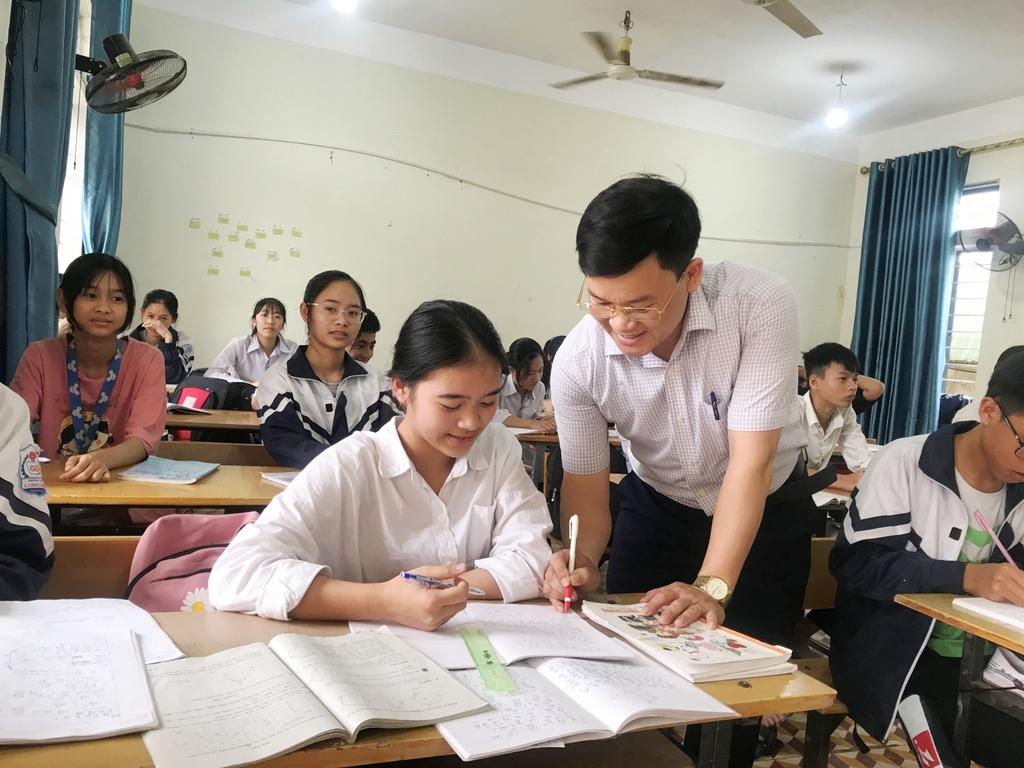 Hà Tĩnh: Học sinh lớp 12 chuyển sang ôn thi trực tuyến - ảnh 1