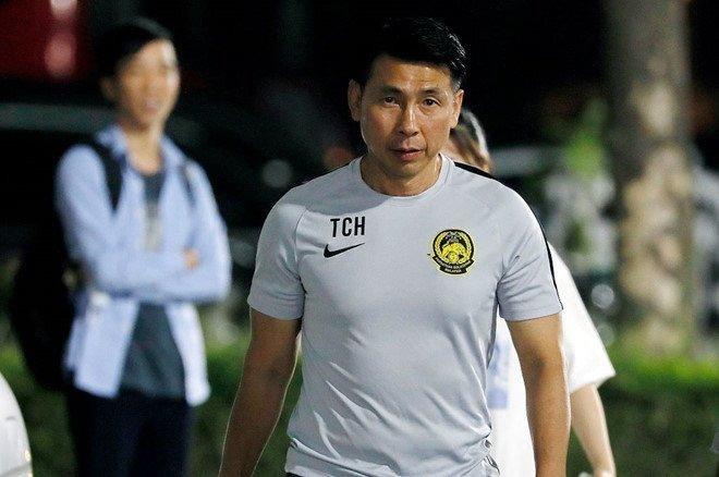 HLV Tan Cheng Hoe nhận cú sốc trước trận gặp đội tuyển Việt Nam - ảnh 1