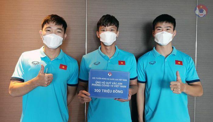 Đội tuyển Việt Nam ủng hộ 300 triệu đồng vào Quỹ Vắc xin phòng, chống Covid-19 - ảnh 1
