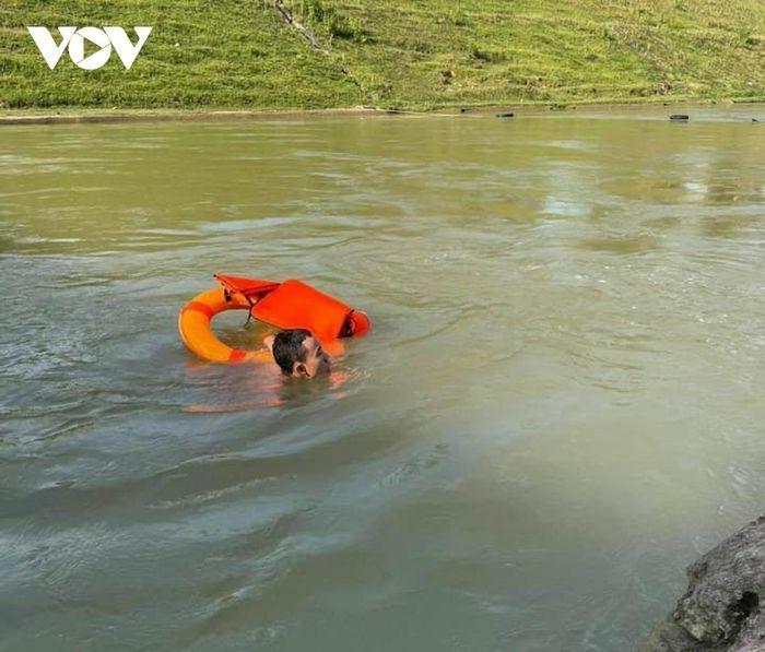 Tắm mát trên sông Đào, nam thanh niên đuối nước mất tích