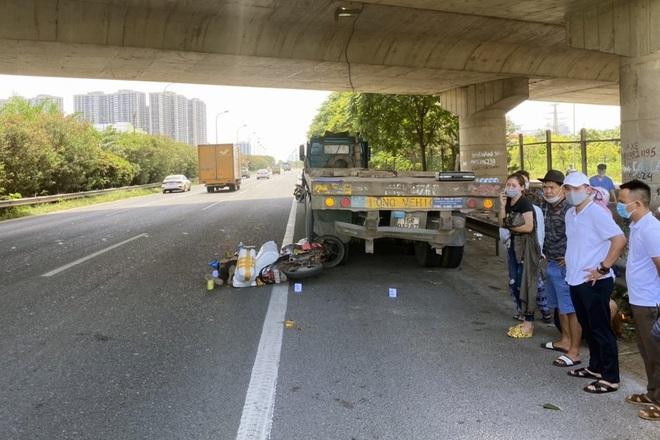 Hà Nội: Người đàn ông tử nạn khi cố tình đi xe máy vào đường cao tốc - ảnh 1