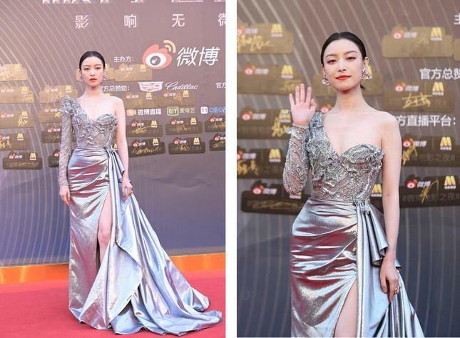 Dàn nàng thơ của Trương Nghệ Mưu 'đổ bộ' thảm đỏ Đêm Điện ảnh Weibo
