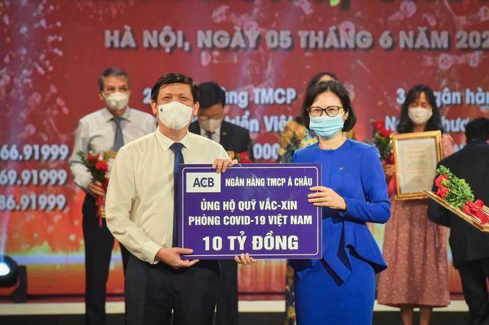 ACB ủng hộ 10 tỷ đồng vào Quỹ vaccine Việt Nam và mua 100.000 liều vaccine cho nhân viên