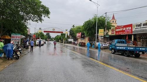 2 người ở huyện Hương Sơn từng đến điểm tắm nước ngọt công cộng dương tính COVID-19