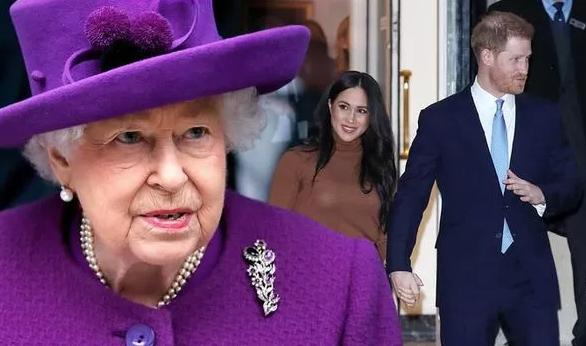 """Nữ hoàng """"cực kỳ không vui"""" trước cách đặt tên """"độc"""" cho con của Harry – Meghan"""