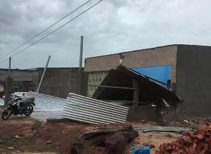 Mưa lớn kèm lốc xoáy gây nhiều thiệt hại ở Ea Súp - ảnh 1