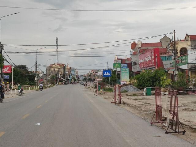 Sau khi phát hiện ca tái dương tính, thị trấn Bút Sơn vắng lặng - ảnh 1