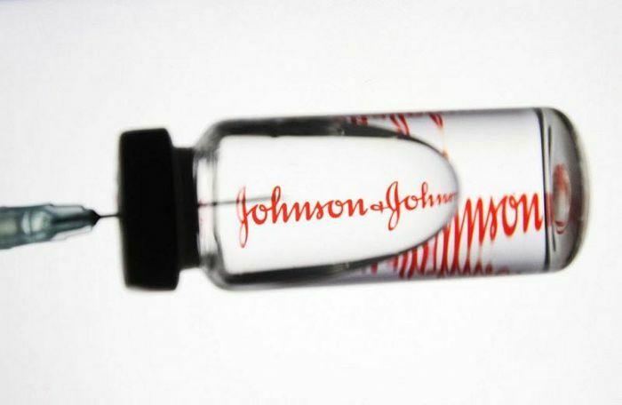 Vaccine Covid-19: Johnson & Johnson dính ''phốt'' về chất lượng; sản phẩm của Moderna bị nghi ngờ liên quan chứng viêm tim - ảnh 1