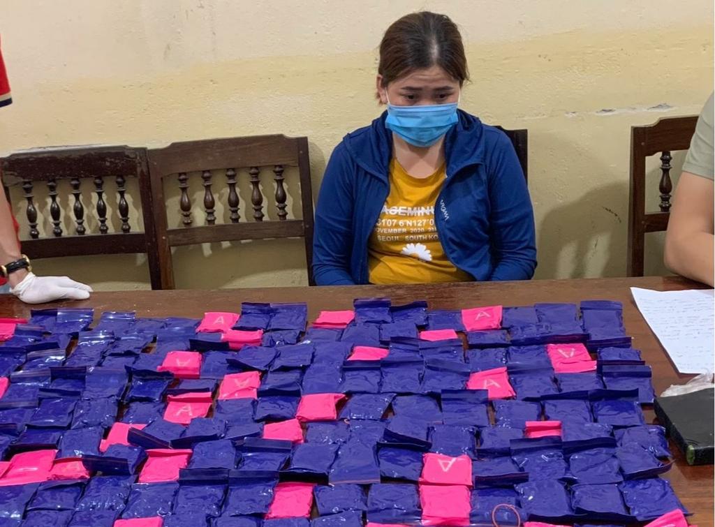 Bắt cặp tình nhân ôm 42.000 viên ma túy, 1 bánh heroin trong nhà nghỉ - ảnh 1