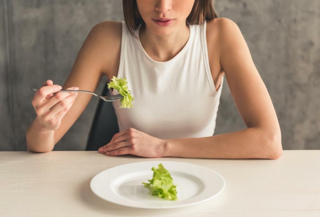 8 quan niệm sai lầm về dinh dưỡng cần loại bỏ - ảnh 1