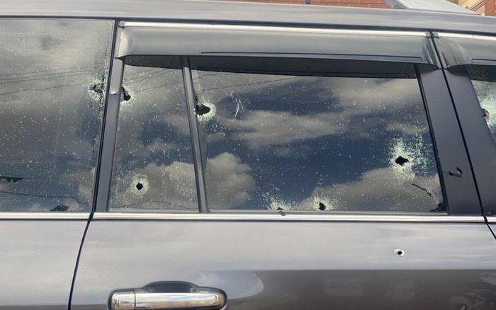 Bộ trưởng vận tải Uganda bị nã đạn vào xe