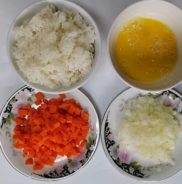 Đừng đổ hết cơm thừa, dạy bạn cách ăn mới để có món ngon bổ dưỡng và trẻ em rất thích - ảnh 1