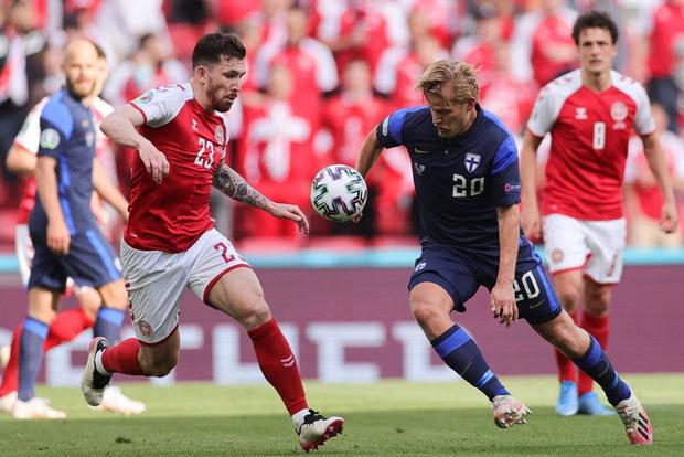 Kiên cường trở lại sân sau sự cố kinh hoàng, Đan Mạch lại thua đau Phần Lan dù được đá penalty