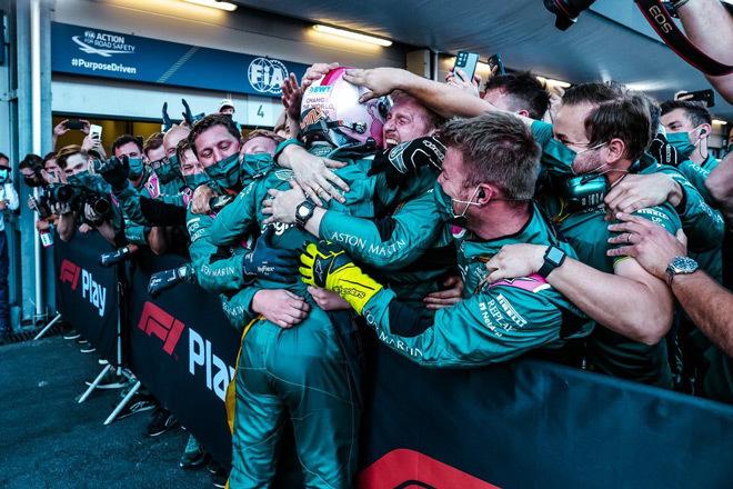 Đua xe F1, Azerbaijan GP: Hamilton sau 3 năm mới mất điểm,