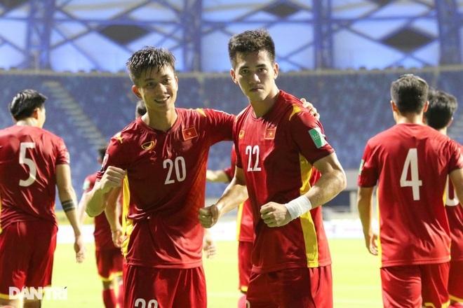 Đội tuyển Việt Nam ăn mừng tưng bừng trong phòng thay đồ - ảnh 1