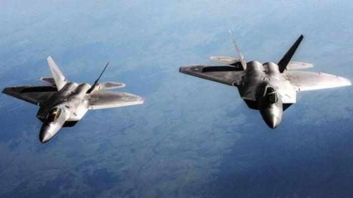 Máy bay tiếp dầu giúp F-22 thực hiện điều không thể - ảnh 1