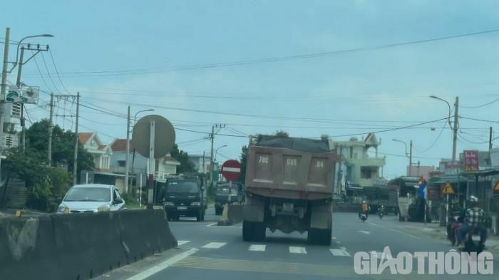Xử nghiêm xe chở cát quá tải san lấp khu TĐC trăm tỷ ở Phú Yên - ảnh 1