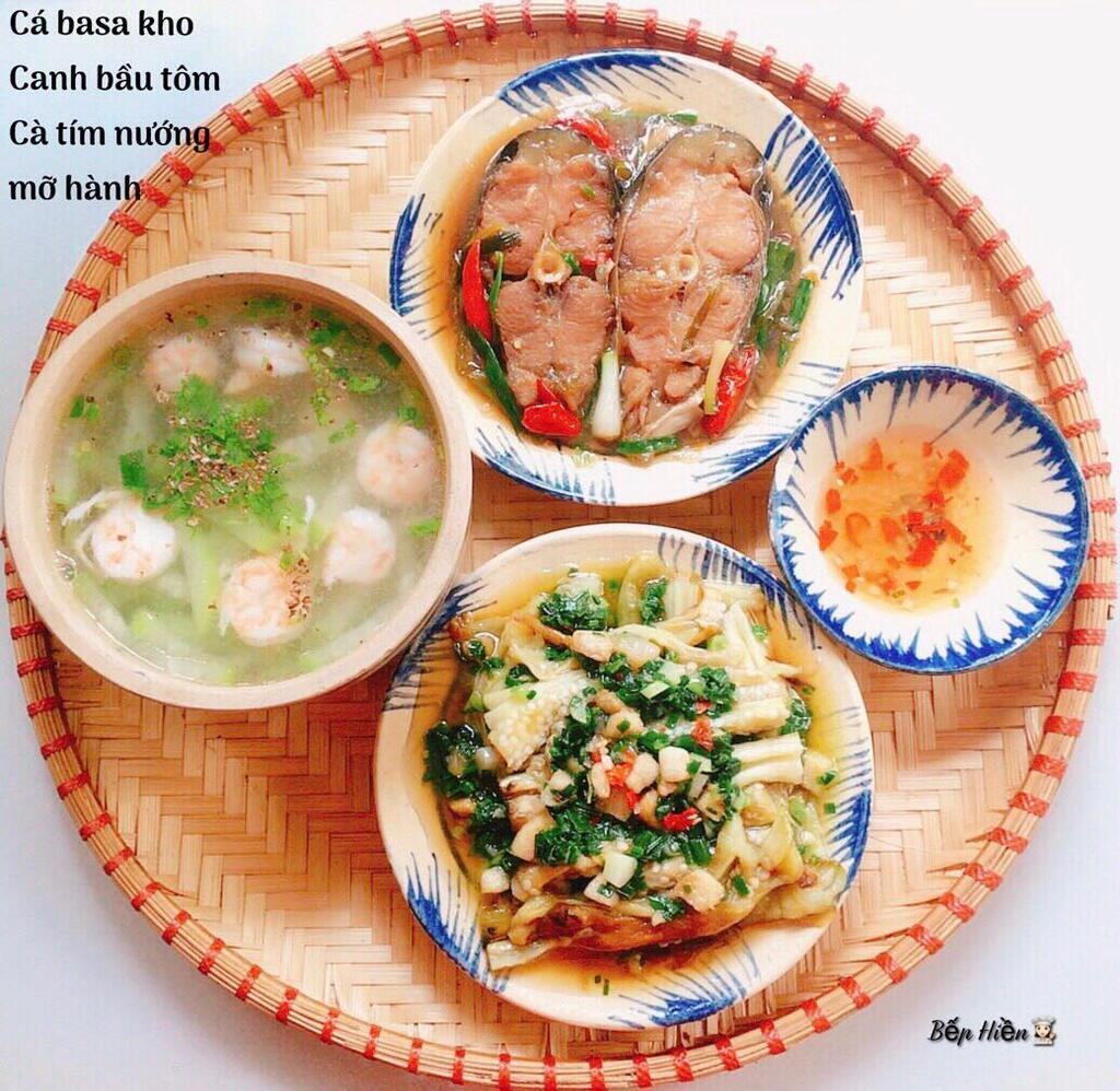 Trưa nay ăn gì: gợi nhớ quê nhà với cá kho và cà tím nướng đạm bạc - ảnh 1