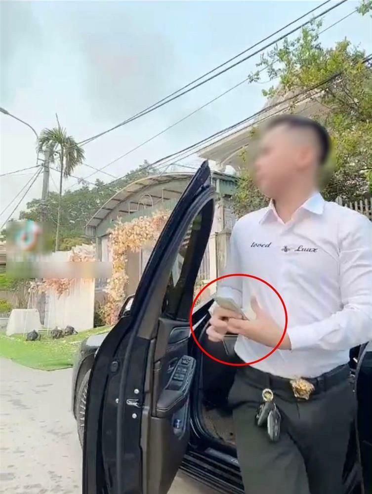 Bị cắm sừng, chàng trai mang cả xấp 500k rải trước cổng đám cưới người yêu cũ - ảnh 1