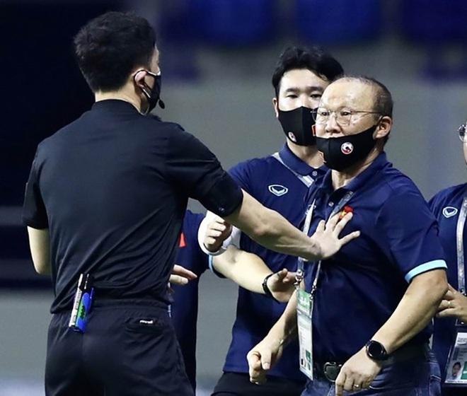 HLV Park Hang Seo nhận nhiều thẻ nhất ở đội tuyển Việt Nam - ảnh 1