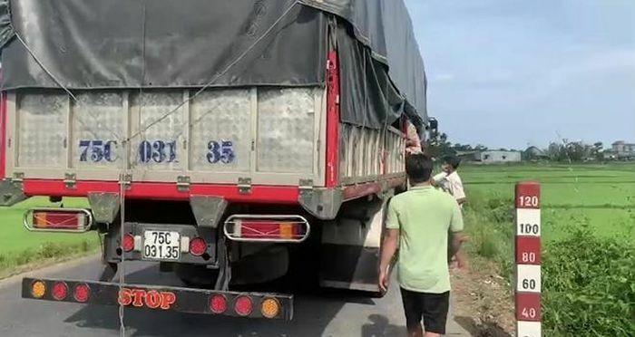 8 người núp trong thùng xe tải để trốn khai báo y tế - ảnh 1