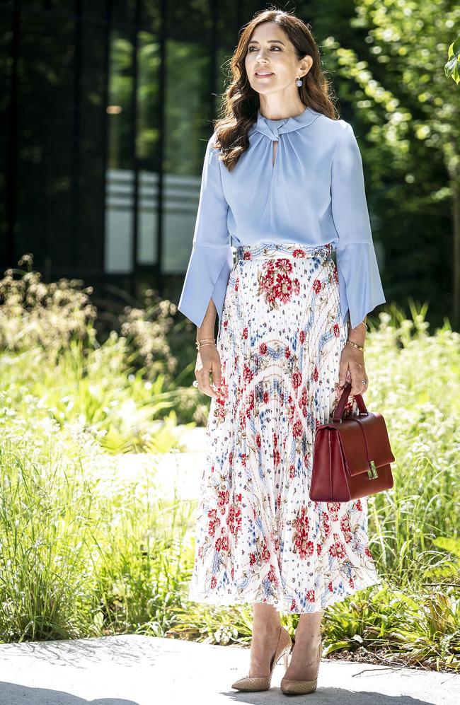Kém 10 tuổi nhưng so về khoản mặc đẹp, Kate Middleton còn lâu mới theo kịp vị Công nương 49 tuổi này - ảnh 1