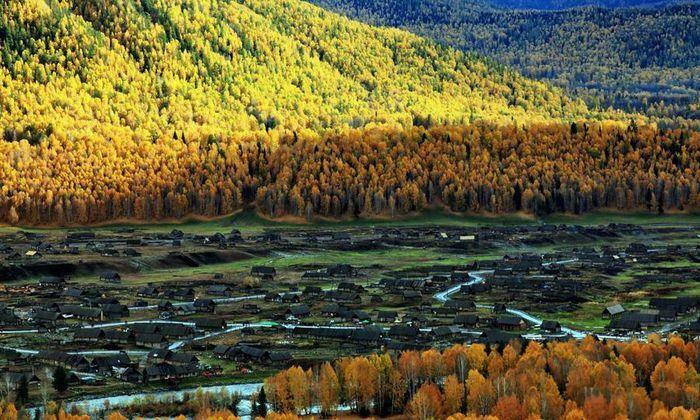 Ngắm cảnh bốn mùa ở ngôi làng đẹp nhất Trung Quốc - ảnh 1