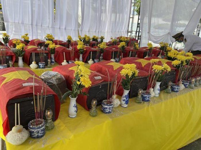 An táng trọng thể 40 hài cốt liệt sĩ tìm thấy ở Chiến khu Ba Lòng - ảnh 1