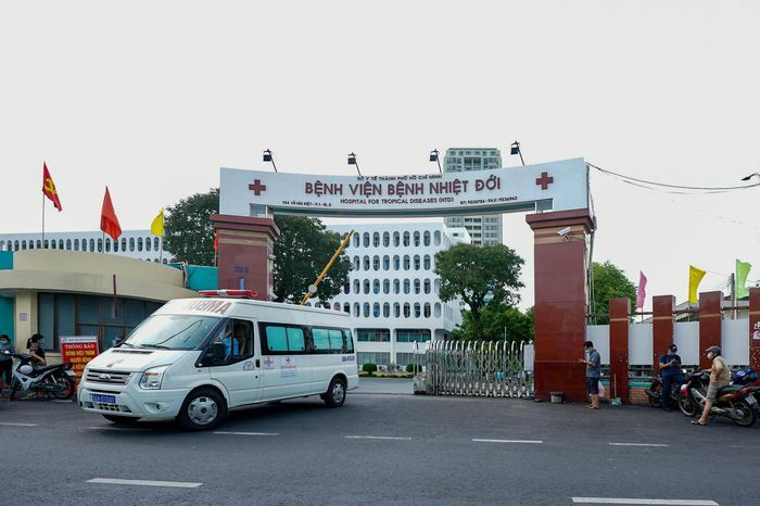 Bệnh viện Bệnh Nhiệt đới TP.HCM tạm phong tỏa - ảnh 1